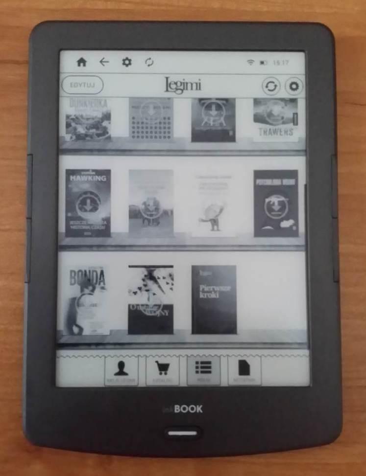 W widoku półki na okładki ebooków znajdujących się tylko w chmurze naniesiona jest ikona pobierania
