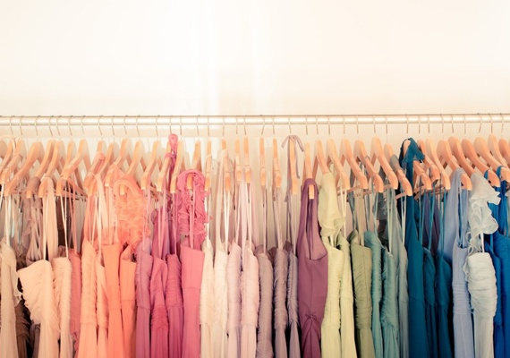 How To Organize Your Closet By Color Coding