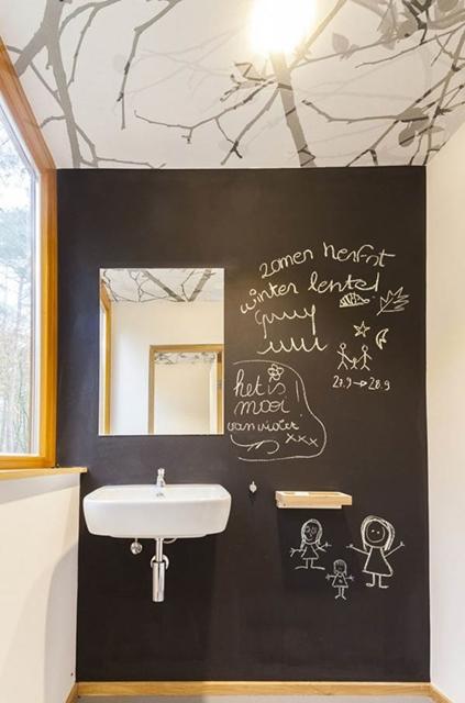 parede lousa banheiro