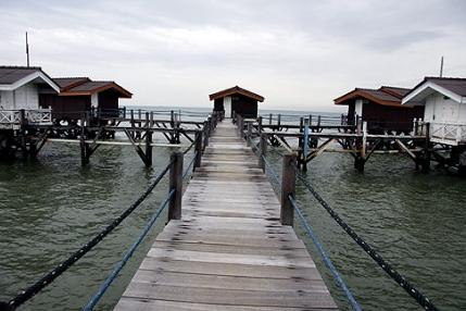 Family floating cottage pulau Bidadari