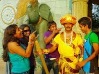 Astaga! Demi Pekerjaan Pria India 32 tahun jadi patung, tiap hari 6 jam tak berkedip