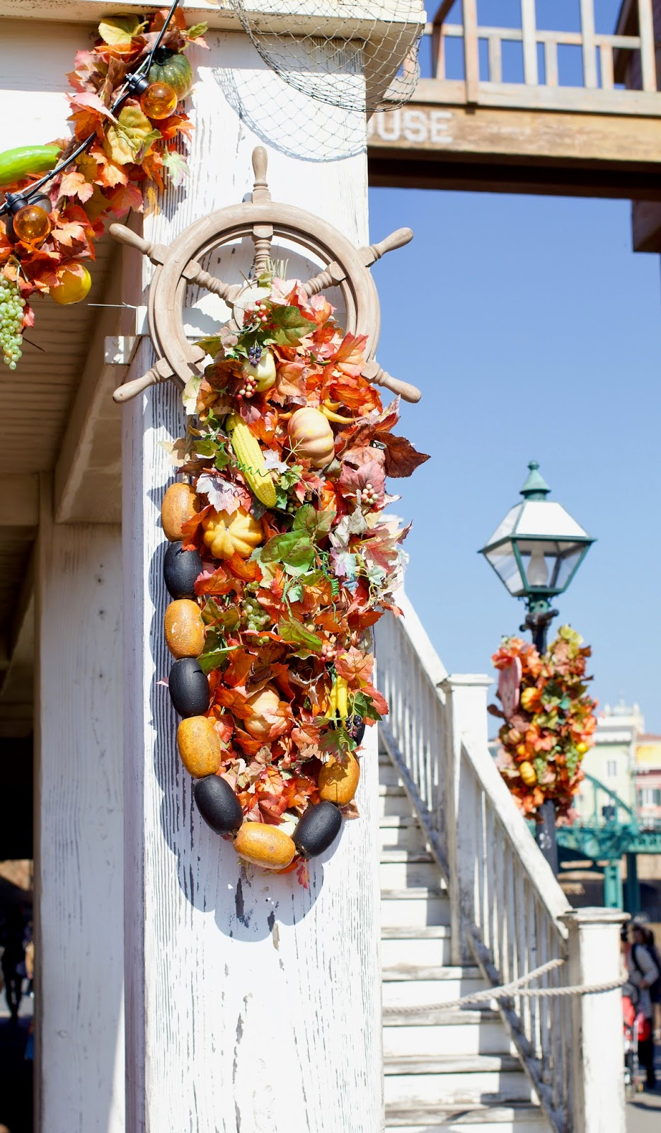 Tokyo-Disney-Sea-Fall-Halloween-decorations-2016