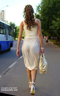 mujeres marcando calzon vestidos ajustados