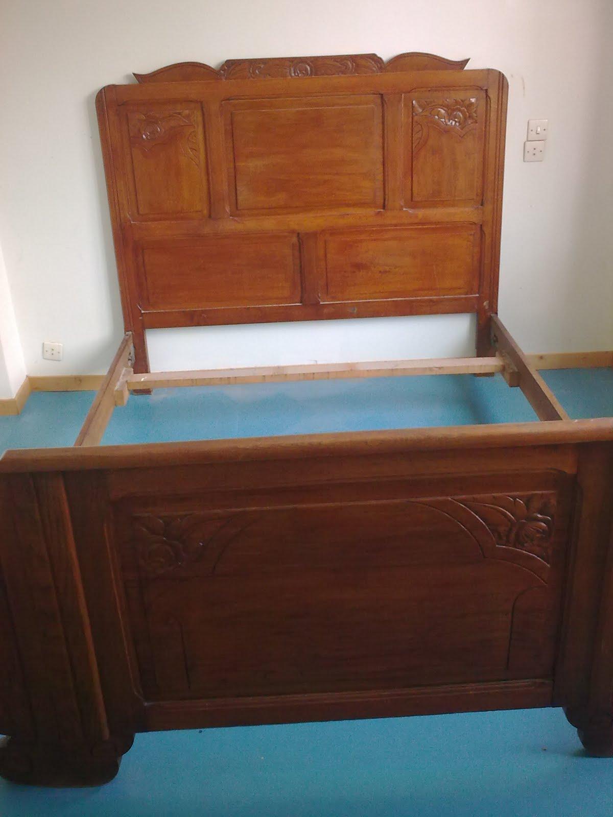 l 39 choppe de p m cadre de lit ancien en bois sculpt. Black Bedroom Furniture Sets. Home Design Ideas