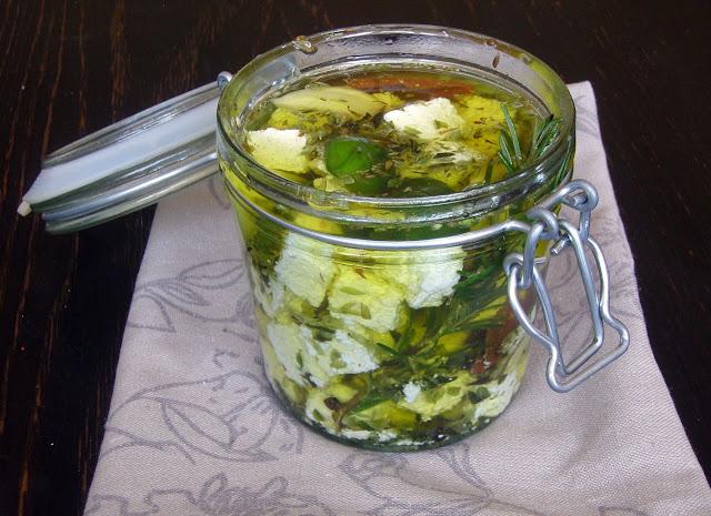 ser+w+oliwie Biały ser w ziołowej oliwie