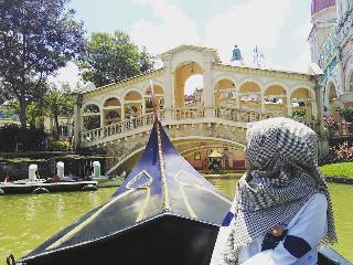 Puncak Bogor dan sekitarnya telah menjadi salah satu tujuan wisata paling populer di samping Bandung di Provinsi Jawa Barat. Berbagai wisata yang sejuk dan moderat hits, Anda dapat menemukan di sini. Puncak adalah salah satu tempat yang tidak pernah sepi pengunjung di setiap harinya. Apalagi sekarang, ketika anda memasuki daerah puncak Little Venice