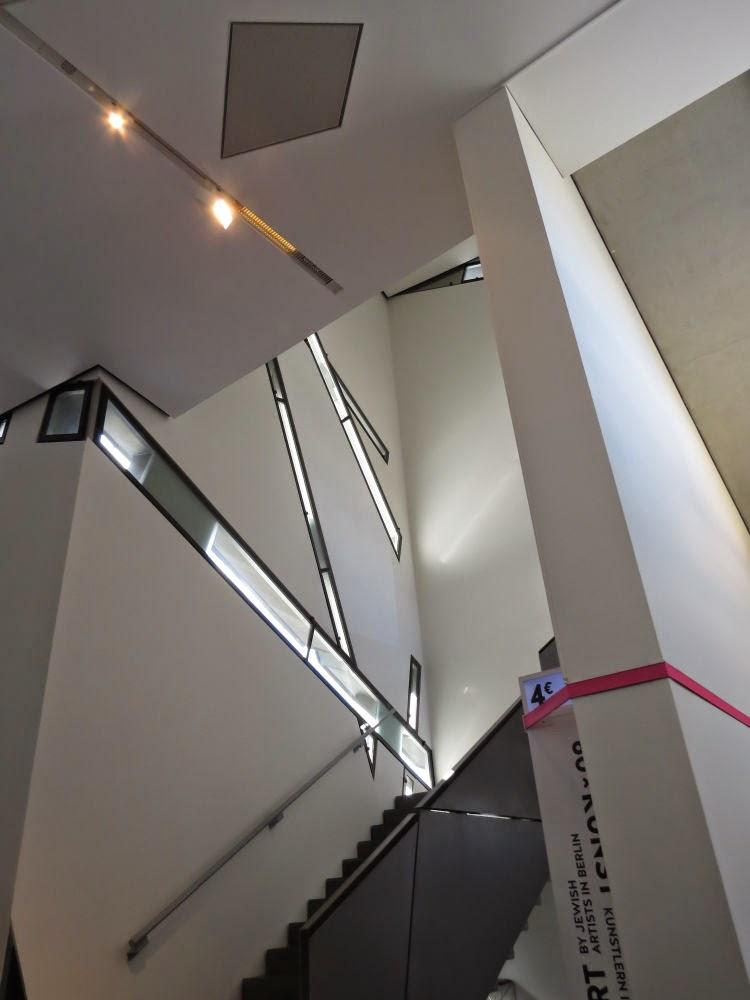 מבנהו המיוחד של המוזיאון בולט בכל מקום