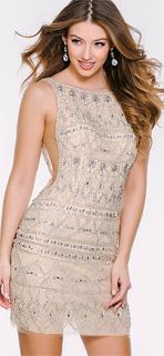 Vestido nude con recortes laterales y abalorio de plata para fiesta 2017