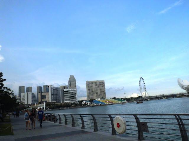 Suasana disekitaran Merlion Park Wisata Singapore