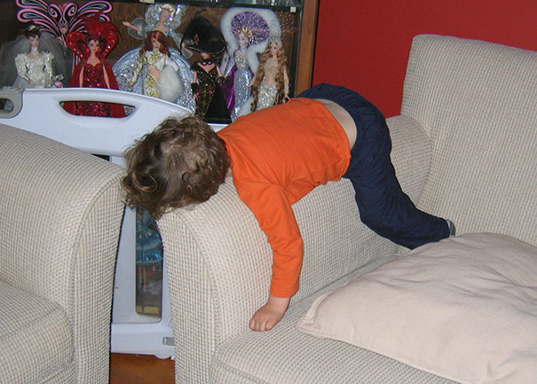 15+ Hilarious Pics That Prove Kids Can Sleep Anywhere - Napping On An Elbow Rest