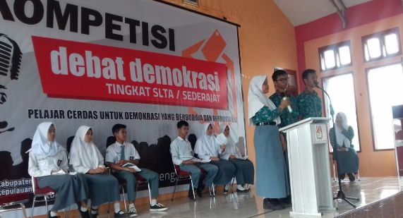 KPU Selayar Gelar Kompetisi Debat Demokrasi, Tk. Pelajar SMA Sederatjat