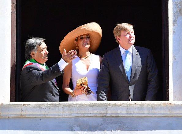 Queen Maxima visited Capo's street market in Palermo. Queen wore peplum dress. Jewelry IsabelleFa gold necklace, Prada Sunglasses