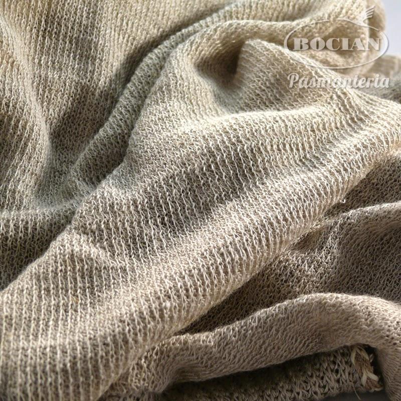 83425e0b17 Ubrania z dzianiny lnianej są charakterystyczne i można z nich wykonać  niepowtarzalne letnie kreacje. Dzianina daje się drapować