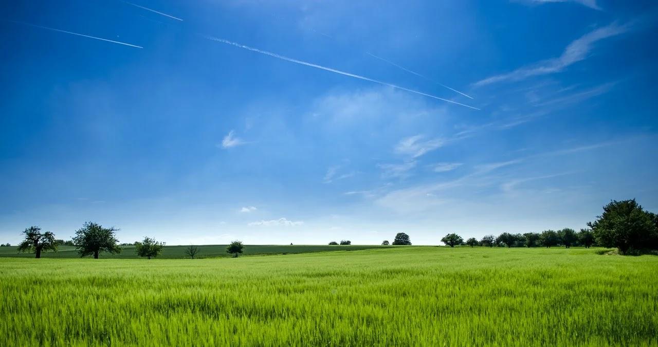 penjelasan mengenai mengapa langit berwarna biru