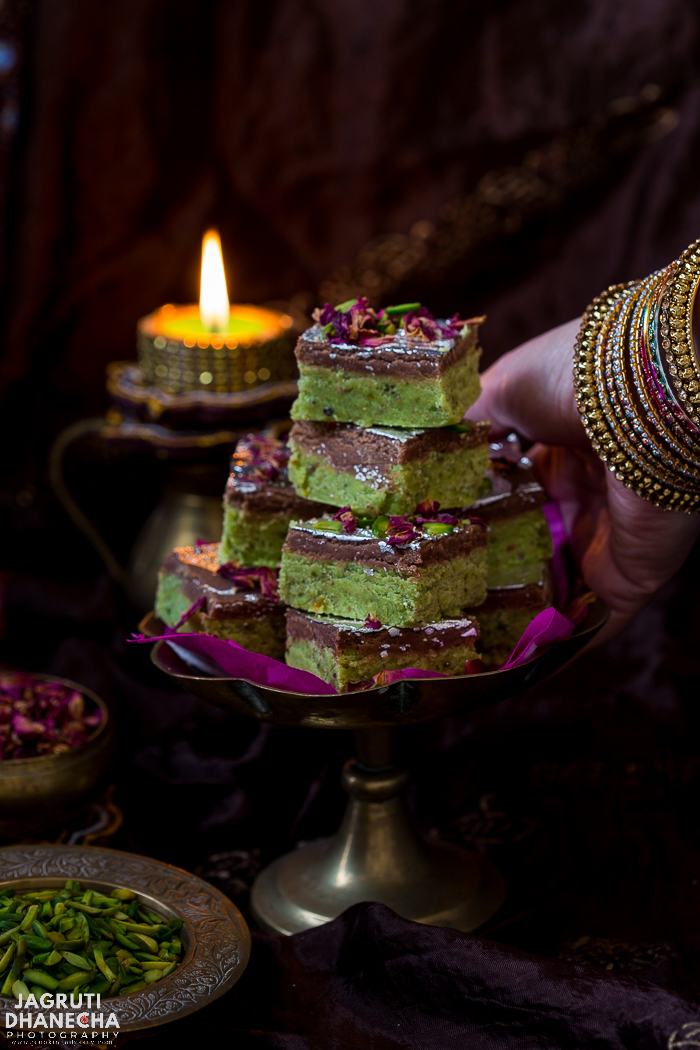 Pistachio Chocolate Barfi, a splendid and luxurious Indian style Pistachio and Chocolate fudge. The addition of aromatic spices like cardamom and nutmeg powder makes this sweet utterly delicious. Serve this truly moreish Pista Chocolate Barfi as a dessert to your friends and family at a get-together or make for festivals such as Diwali, Holi, Raksha Bandhan or Christmas and gift as a homemade gourmet present.