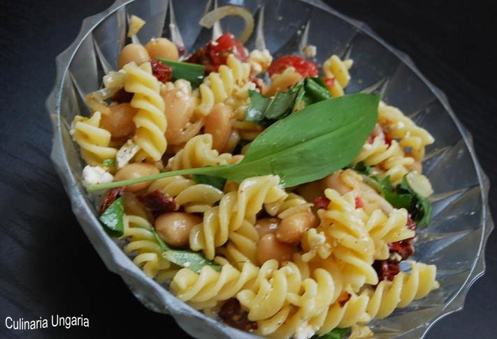 culinaria ungaria b rlauch pasta salat mit wei en bohnen. Black Bedroom Furniture Sets. Home Design Ideas