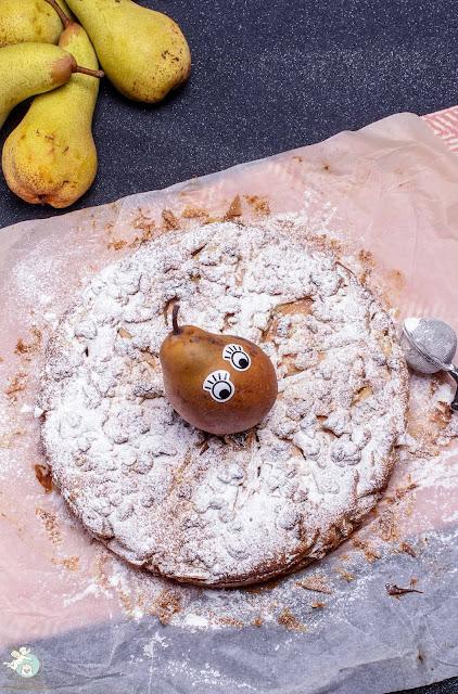 Streuselkuchen mit Birnen und Marzipan