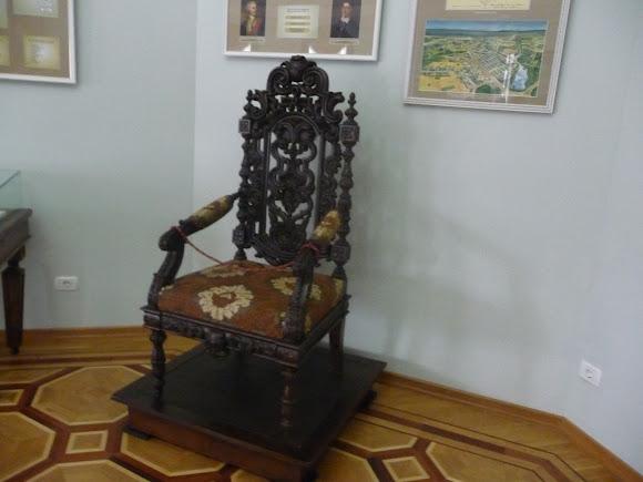 Батурин. Палац графа Розумовського. Крісло