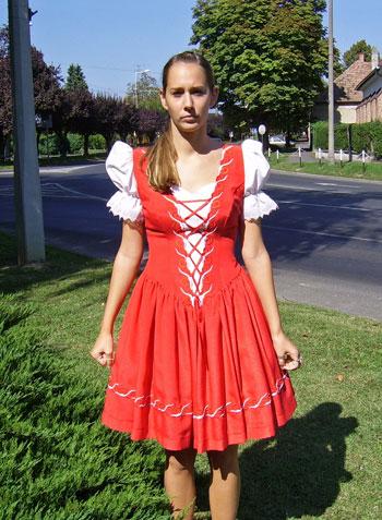 13d08e84a2 Piros -fehér hímzéssel. Sötét kék rövid menyecske ruha ezüst hímzéssel