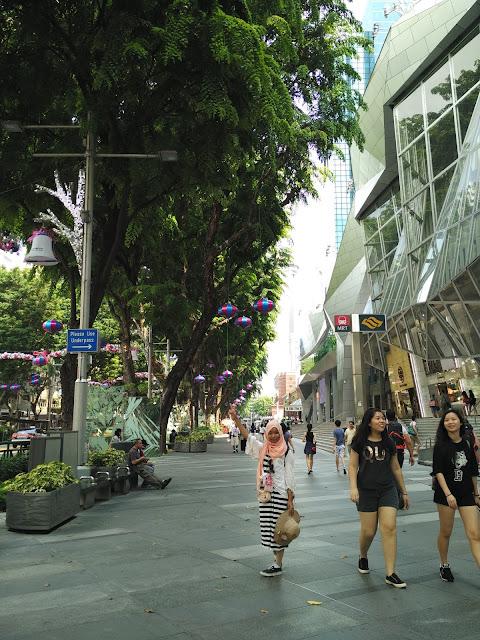suasana sepanjang orchard rd singapore