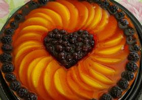 Naminės varškės tortas su vaisiai ir uogomis
