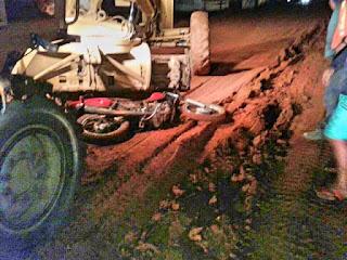 Motociclista morre atingido por máquina