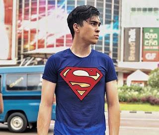 Erdin Werdrayana Pakai Baju Superman