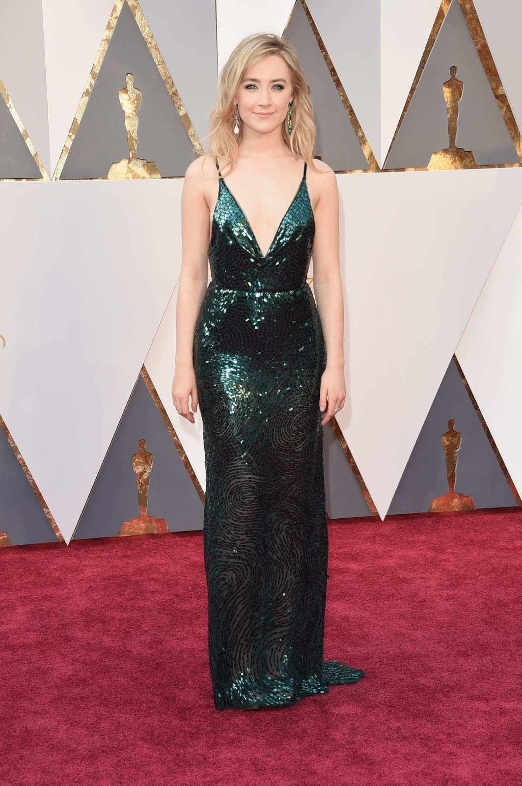Saoirse Ronan shimmers in green at the Oscars 2016