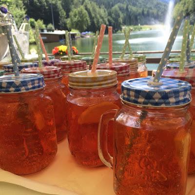 Mason jars for welcome drink - Birdcage vintage wedding - Irish wedding in Bavaria, Riessersee Hotel Garmisch-Partenkirchen, wedding venue abroad