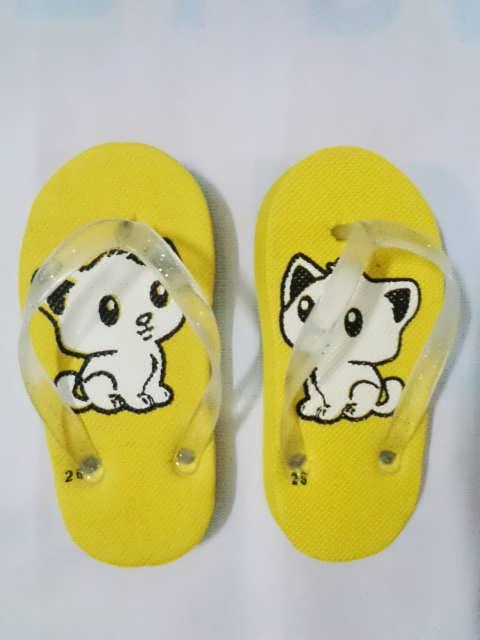 sandal anak kucing kuning