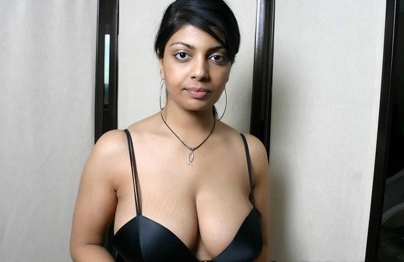 Celebrity Busty Nude Indian Girls Pictures