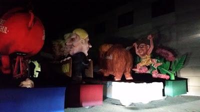 http://www.express.de/duesseldorf/trump-als-vergewaltiger--gar-nicht-witzig----kritik-an-duesseldorfer-karnevalswagen-25931640?originalReferrer=