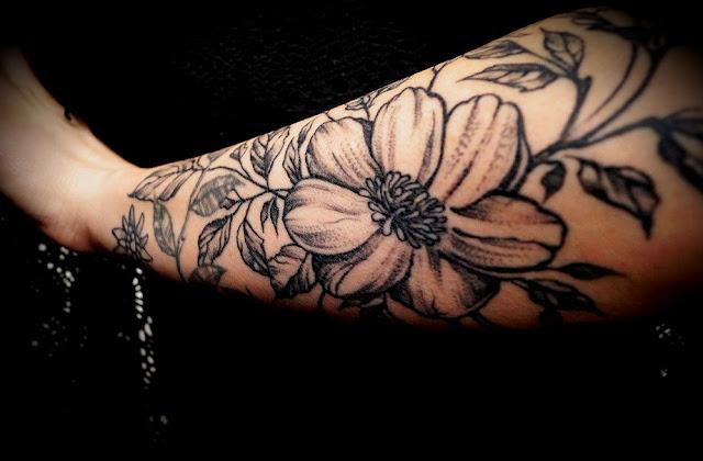 Nowe kwiaty od Onex Tattoo, czyli kolejna część rękawa Gąsienicowej.
