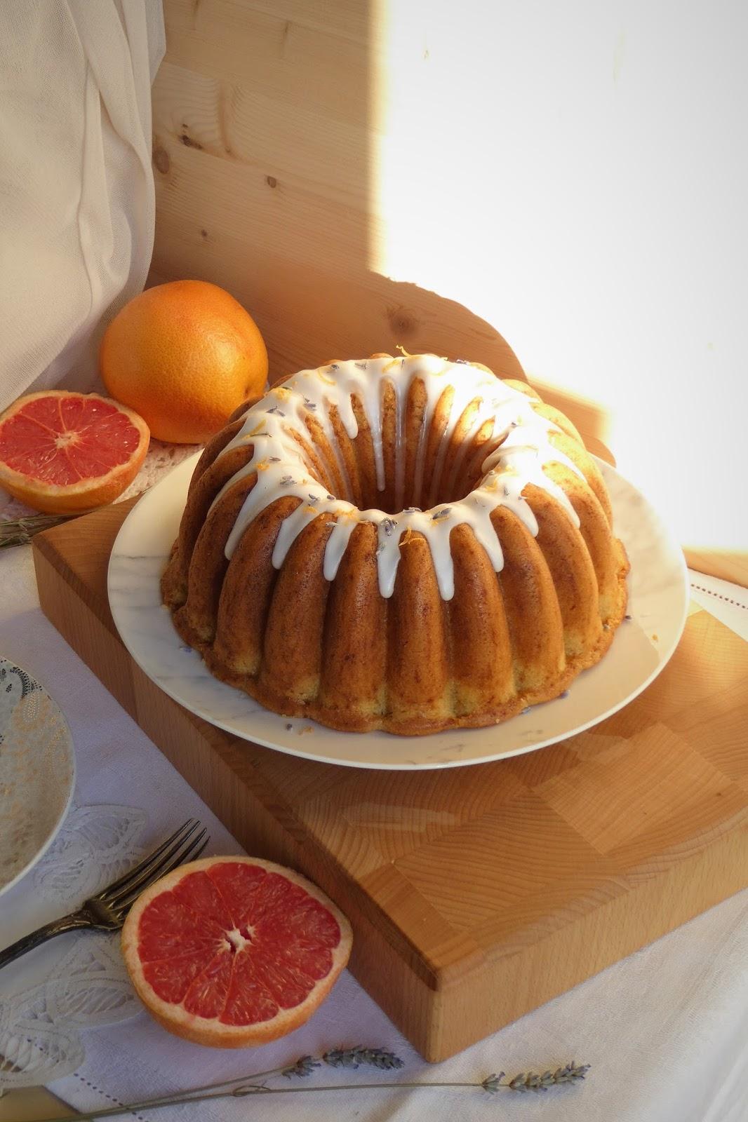 https://alf-lachefa.blogspot.com.es/2016/08/bundt-cake-de-pomelo-rosa-y-lavanda.html