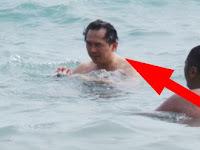 Jawa Pos Ungkap Fakta di Balik Foto Ahok Mandi di Pantai