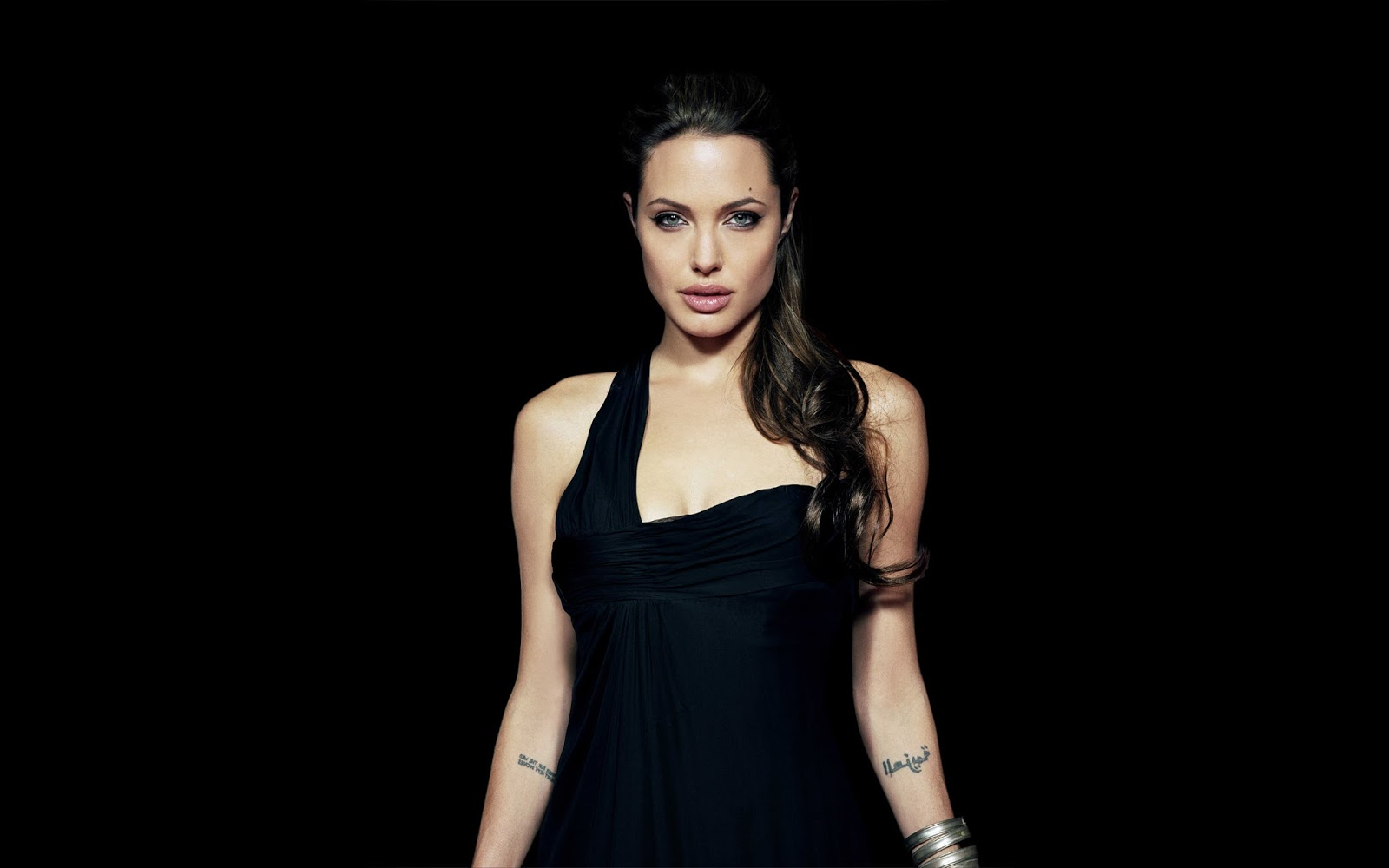 Hollywod Actress Angelina Jolie Hot Hd Wallpaper , She Is -4045