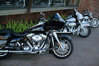 usaha showroom motor, urusan ekonomi showroom motor, showroom motor, showroom, motor gede, harley davidson