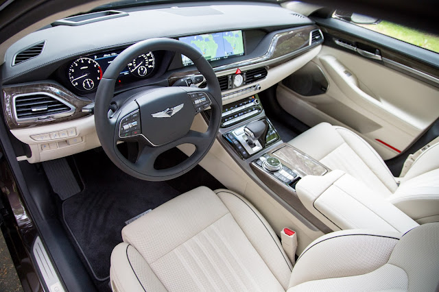 Interior view of 2017 Genesis G90