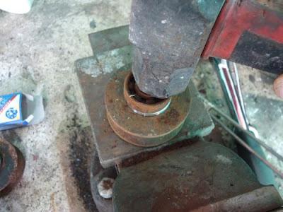 Cara Mudah Mengganti Roda Rell Pagar Besi 6
