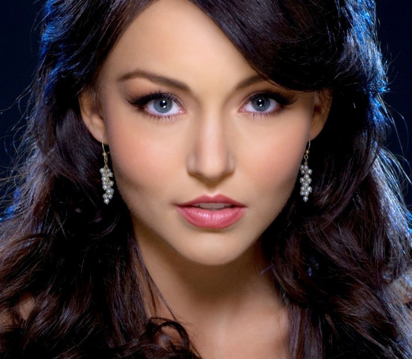 Hollywood Actress Wallpaper: Angelique Boyer Wallpapers