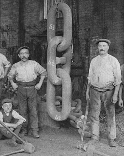 Forging the chain for the Titanic's anchor, 1910