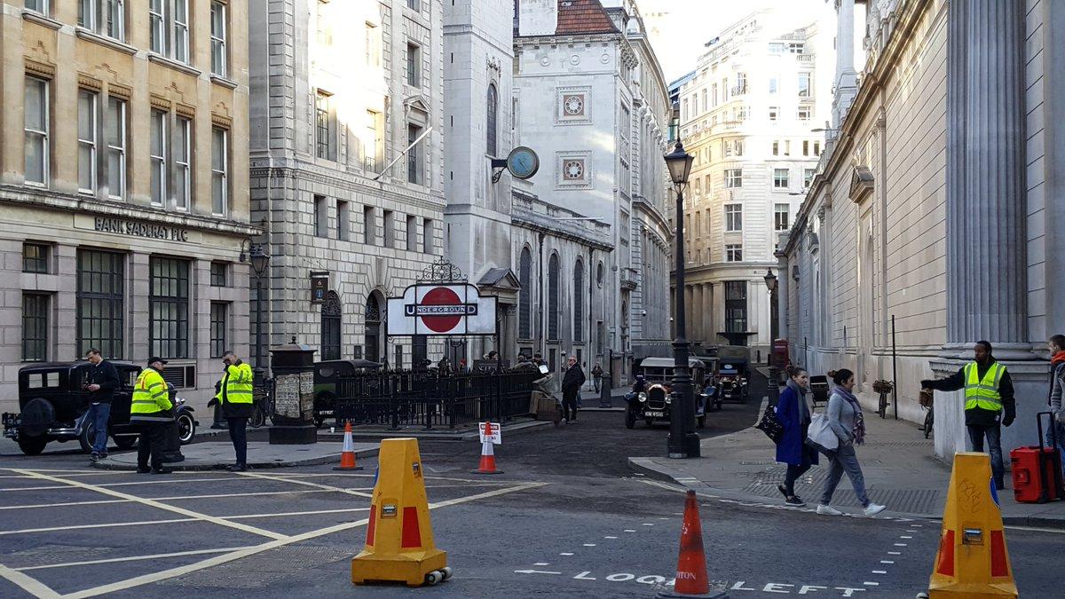 """Eddie Redmayne é visto filmando cenas de """"Os Crimes de Grindelwald"""" em Londres."""
