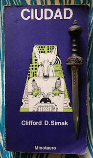 Portada del libro Ciudad, de Clifford D. Simak
