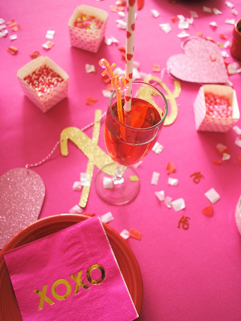 Galentine's Day pretty party over on www.fizzyparty.com