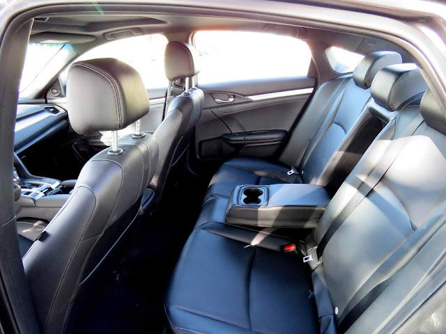 Novo Honda Civic 2017 Touring - espaço traseiro