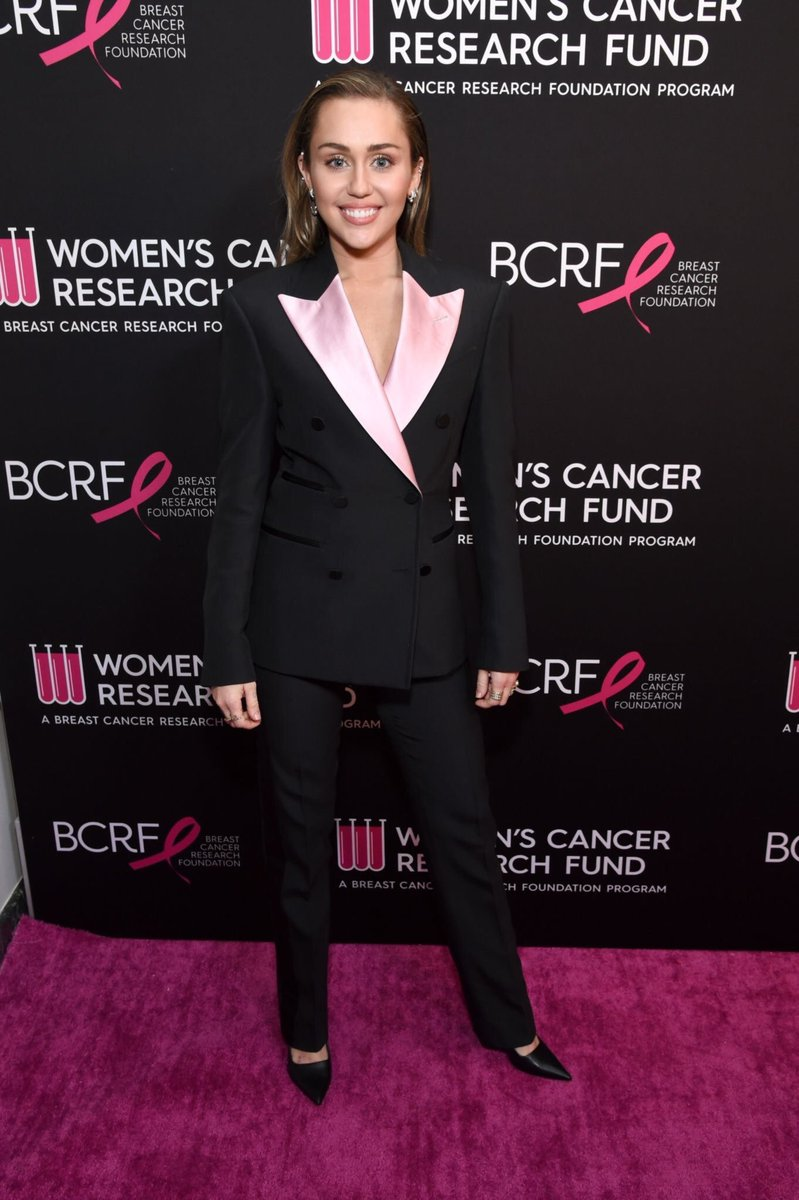 Miley Cyrus looking absolutely gorgeous tonight at the Unforgettable Evening Benefit Gala hosted by the Women's Cancer Research Fund