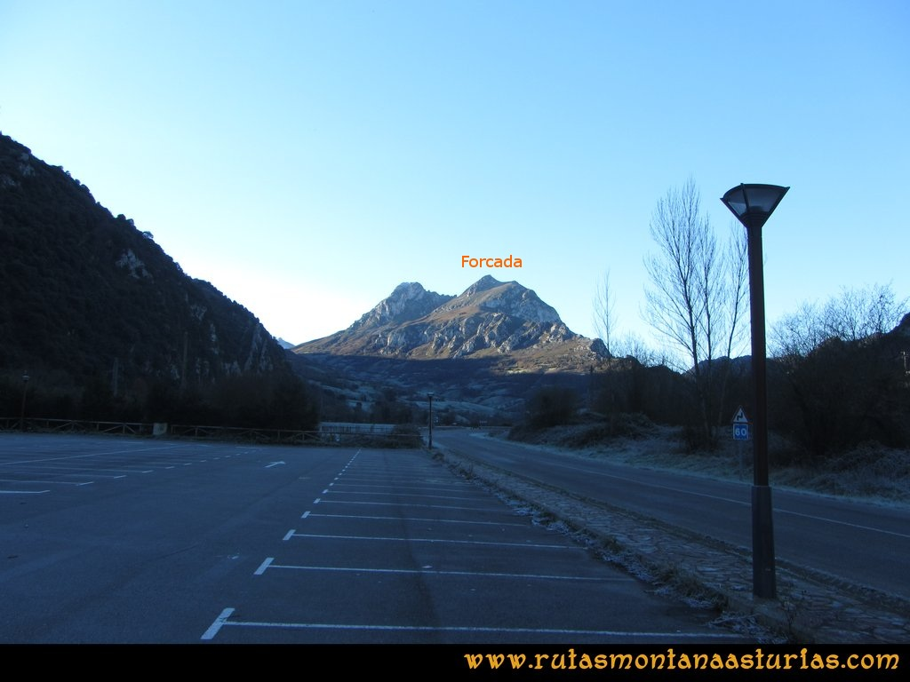 Area Buyera, picos Grandamiana y Plantón: Inicio en el parking del área