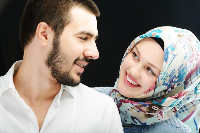 Wanita Muslimah, Suamimu Akan Tambah Sayang Jika Kamu Mau Melakukan 8 Hal Sederhana Ini