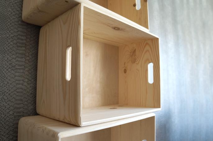 Diy deco estanter a con cajas de madera trasteando diy - Estanteria cajas madera ...