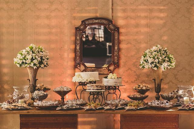 dekoracja stołów na sali weselnej